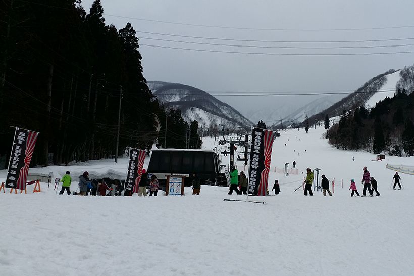 Everyone meeting for snow lessons in Hakuba