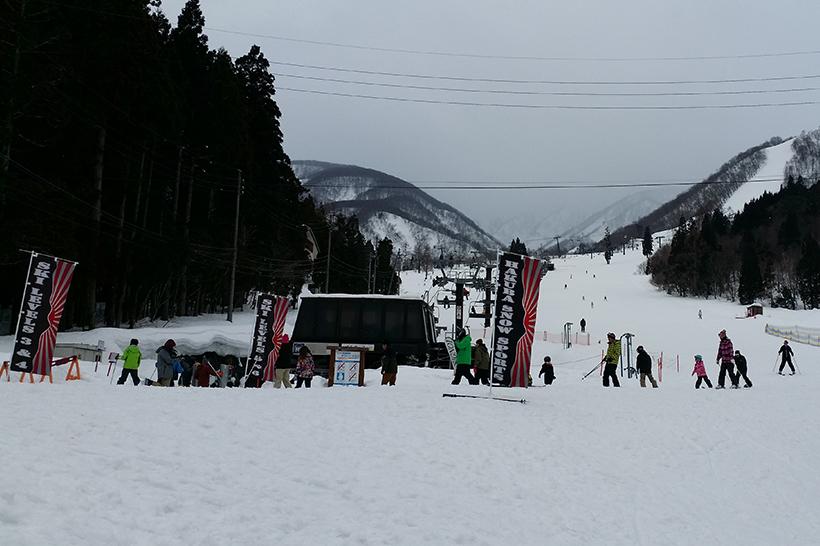 Everyone meeting for snow lessons in Hakuba